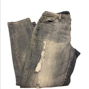 MAURICES distressed jeans size 11/12